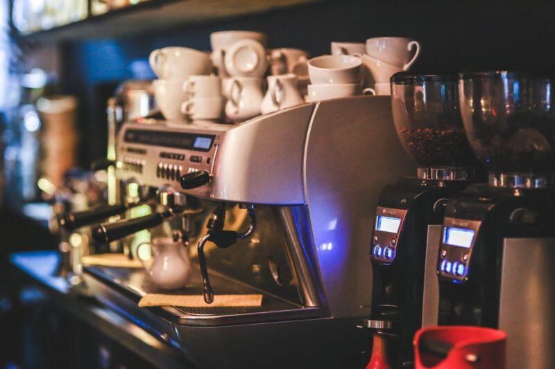 Kawa ze sklepowych półek, a kawa z ekspresu